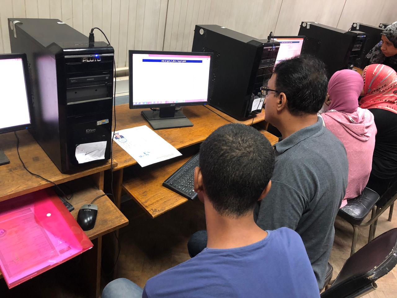 معامل الحاسب الآلى تستقبل طلاب المرحلة الأولى للتنسيق