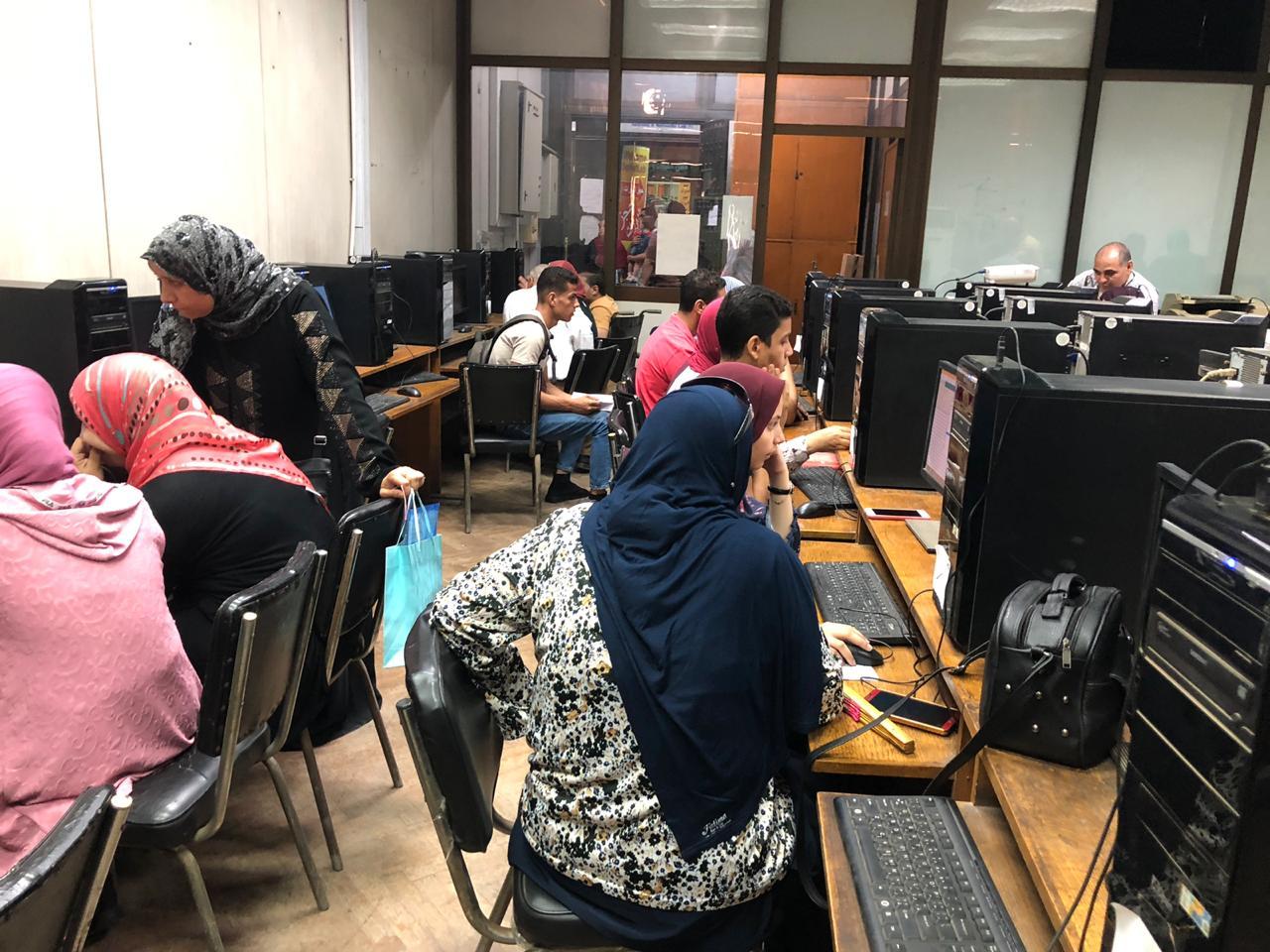 معامل الحاسب الآلى تبدأ استقبال طلاب المرحلة الأولى للتنسيق
