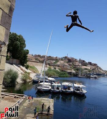 السباحة-فى-النيل-والترع-خلال-فصل-الصيف-بأسوان-(8)
