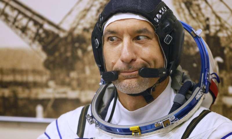 رائد الفضاء الايطالى