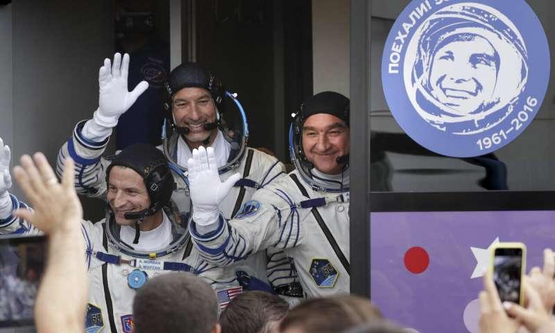 مغادرة رواد الفضاء