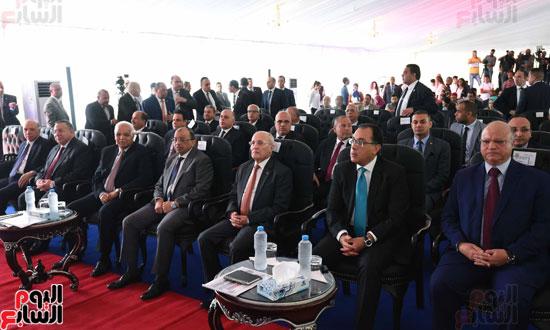 رئيس-الوزراء-خلال-الافتتاح