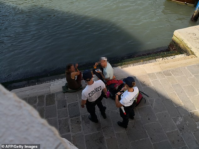 فرض غرامة على سائحين فى مدينة البندقية لإعدادهم القهوة  (1)