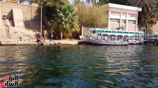 السباحة-فى-النيل-والترع-خلال-فصل-الصيف-بأسوان-(3)