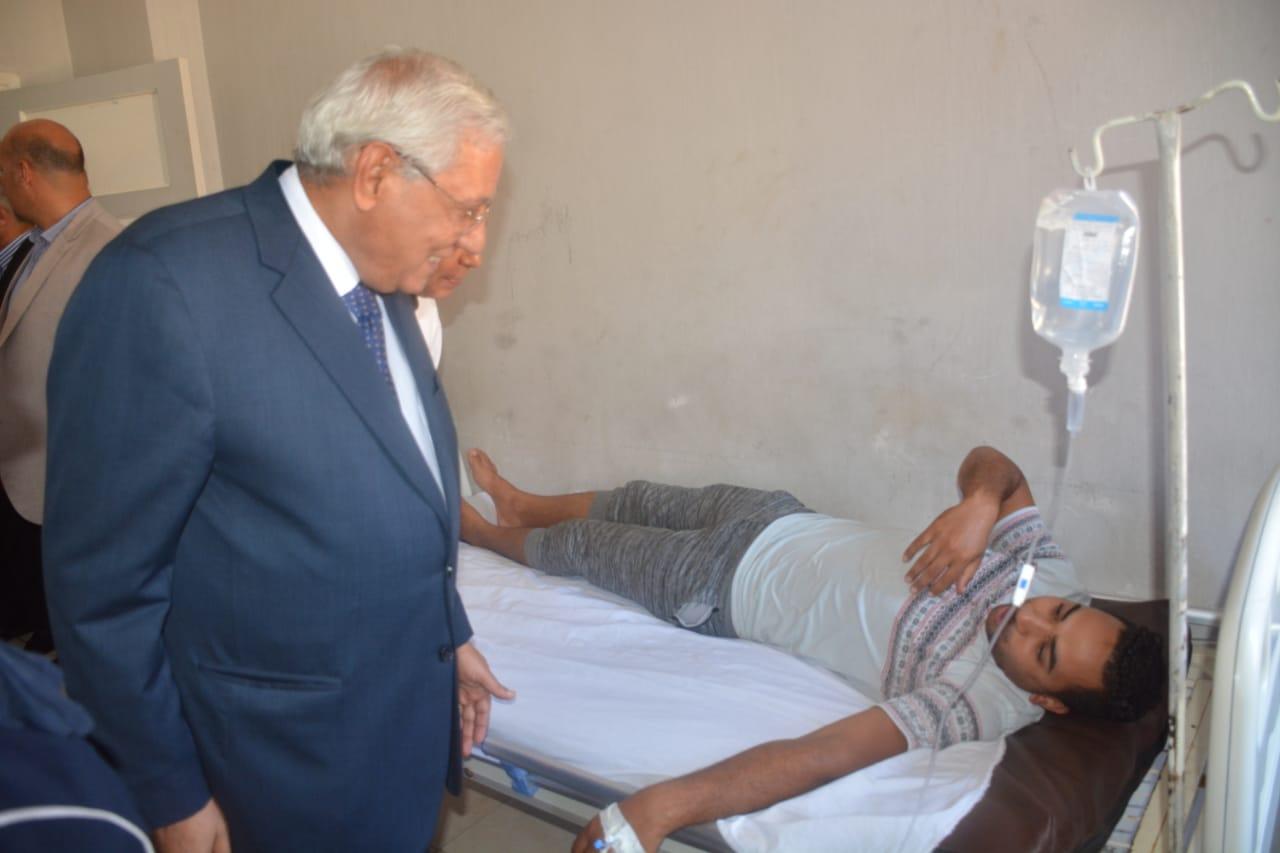 محافظ الدقهلية بمستشفى جمصه (3)