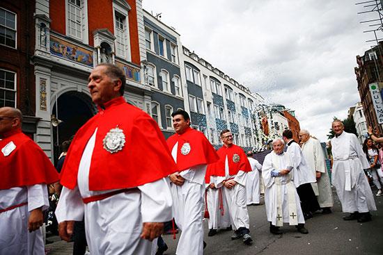 رجال الكنيسة