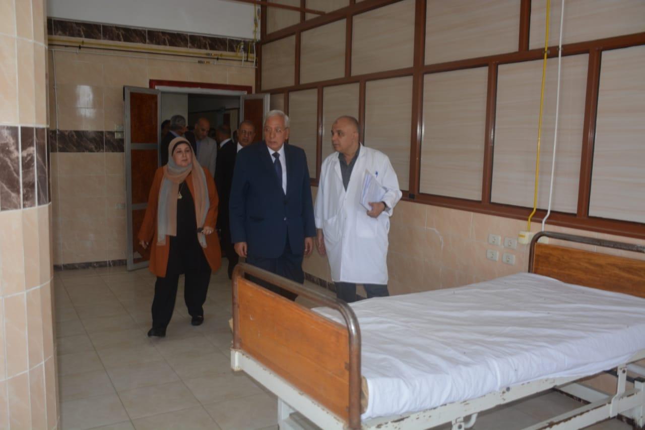 محافظ الدقهلية بمستشفى جمصه (4)