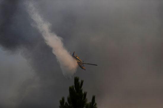 الطائرات أثناء عملية الإطفاء