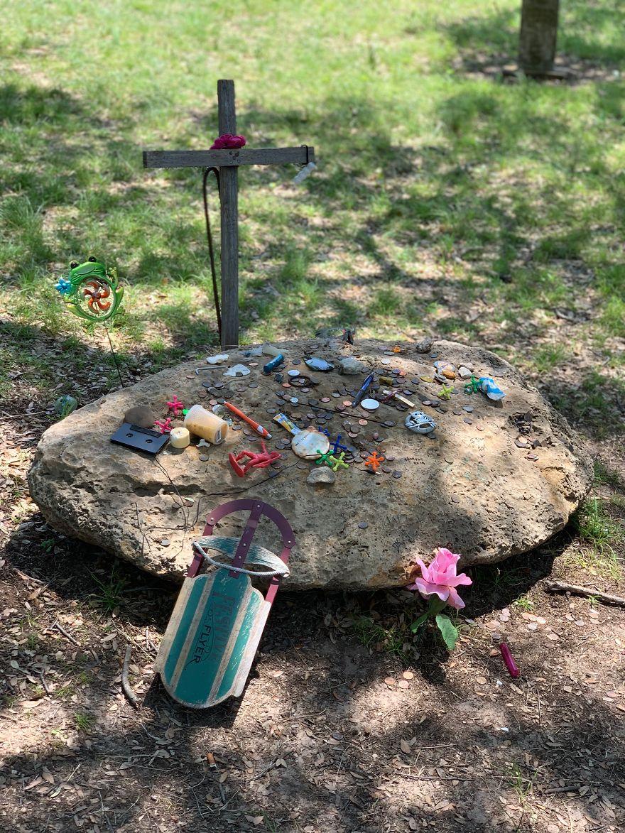 Space Alien Grave 7