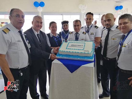 مطار دوالا يحتفل باستقبال أولى رحلات مصر للطيران (3)