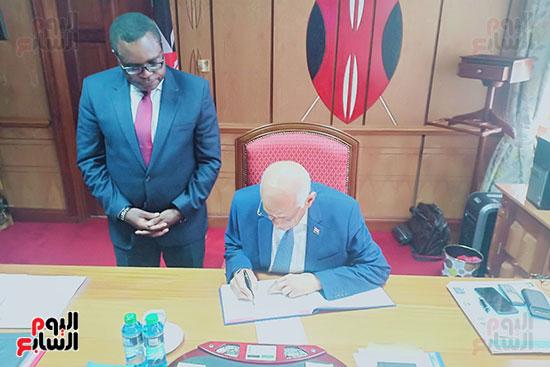 الدكتور على عبد العال رئيس مجلس النواب ورئيس الشيوخ الكينى (2)
