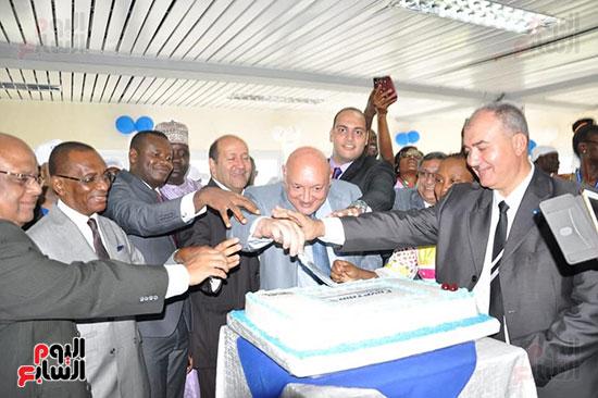 مطار دوالا يحتفل باستقبال أولى رحلات مصر للطيران (4)