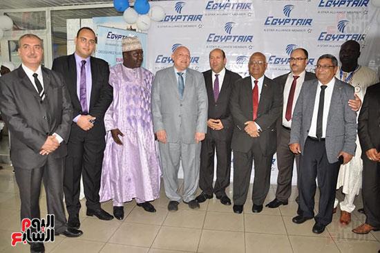 مطار دوالا يحتفل باستقبال أولى رحلات مصر للطيران (1)