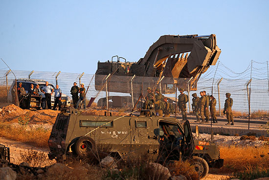 جرافات قوات الاحتلال