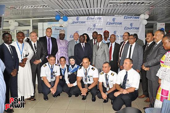 مطار دوالا يحتفل باستقبال أولى رحلات مصر للطيران (2)