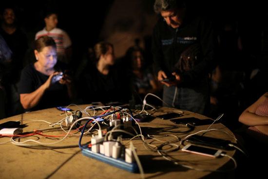 شحن-التليفونات-لاستخدامها-فى-الإضاءة