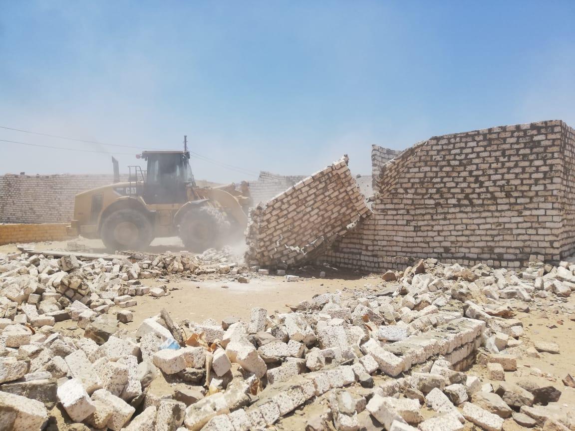 تنفيذ 37 قرار إزالة لتعديات على أراضى الدولة باسوان (4)