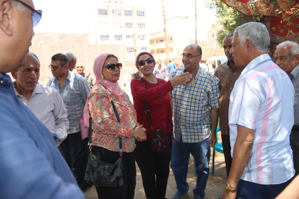 جامعة أسيوط تطلق قافلة بيطرية مجانية لقرية شقلقيل (8)