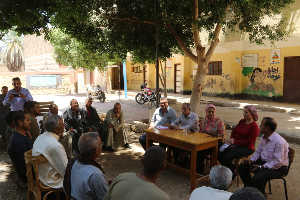 جامعة أسيوط تطلق قافلة بيطرية مجانية لقرية شقلقيل (6)