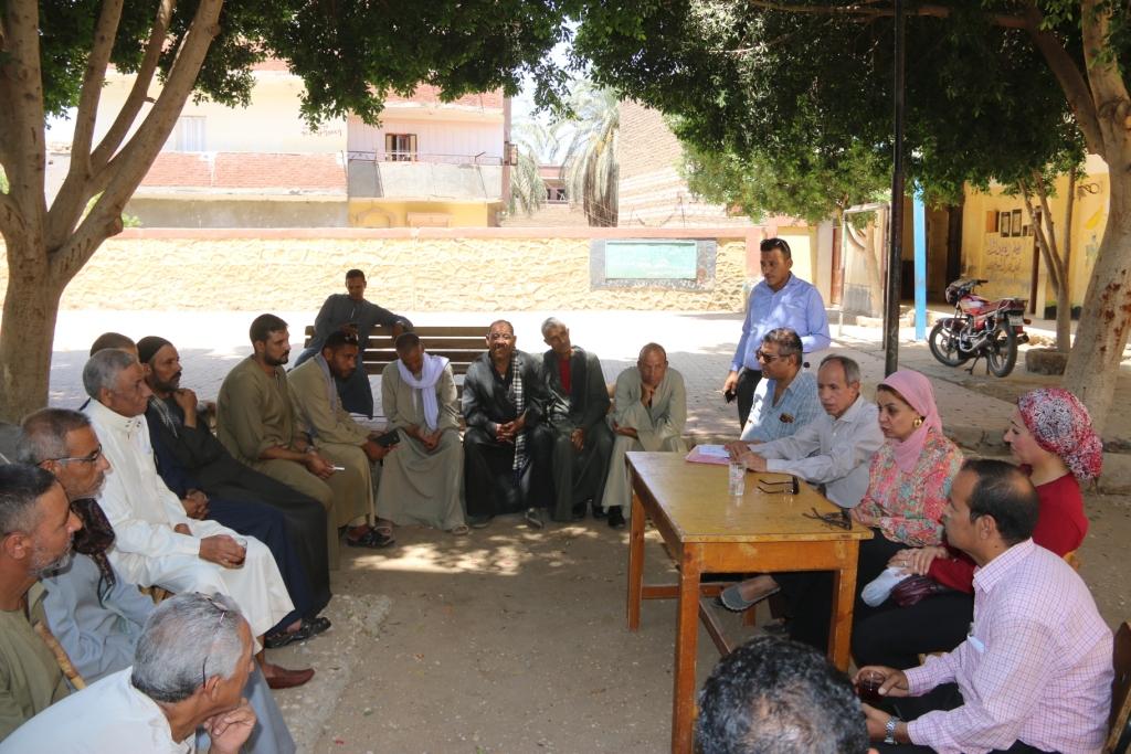 جامعة أسيوط تطلق قافلة بيطرية مجانية لقرية شقلقيل (5)