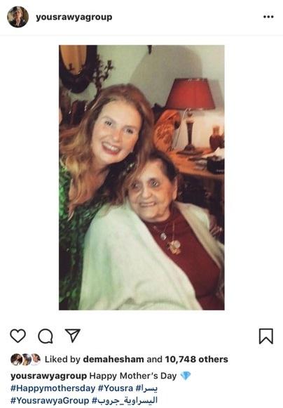 يسرا فى عيد الأم لوالدتها