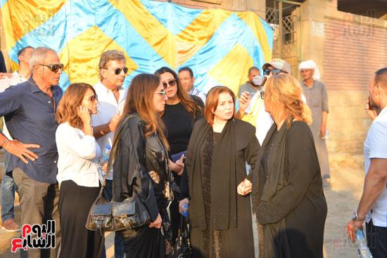 جنازة والدة يسرا (42)