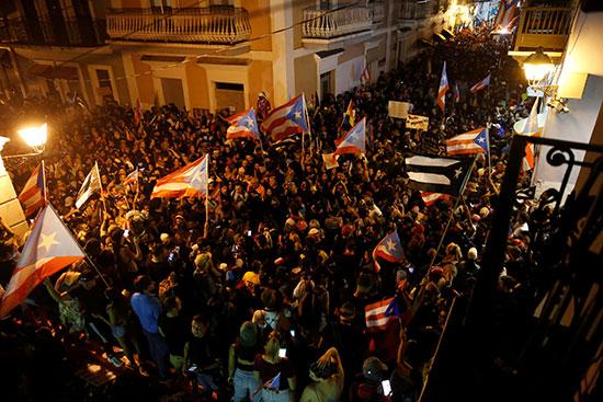 احتجاجات تطالب باستقالة الحاكم روسيلو