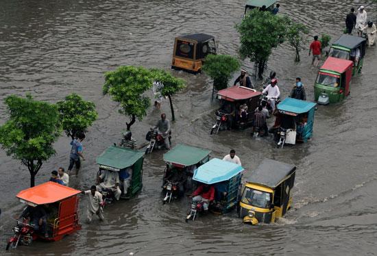 المياه تغرق شوارع باكستان