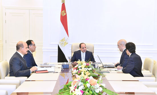 السيد-الرئيس-يجتمع-مع-رئيس-مجلس-الوزراء-ووزير-الإسكان