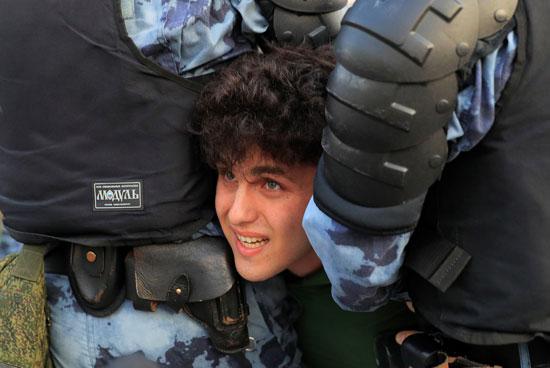 Police arrests protester