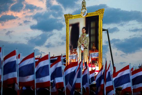 صور ملك تايلاند تتصدر المشهد