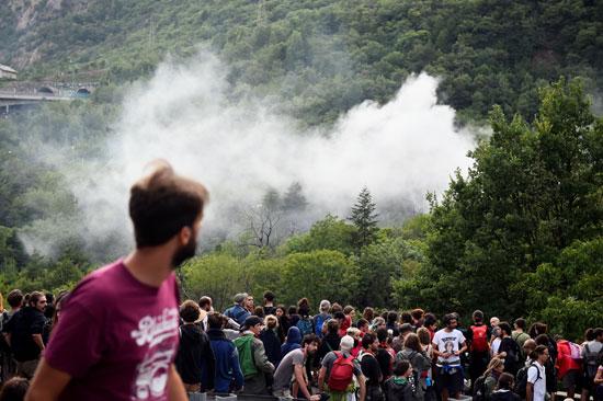 احتجاجات فى إيطاليا ضد إنشاء خط سكة حديد  تى ايه فى (6)