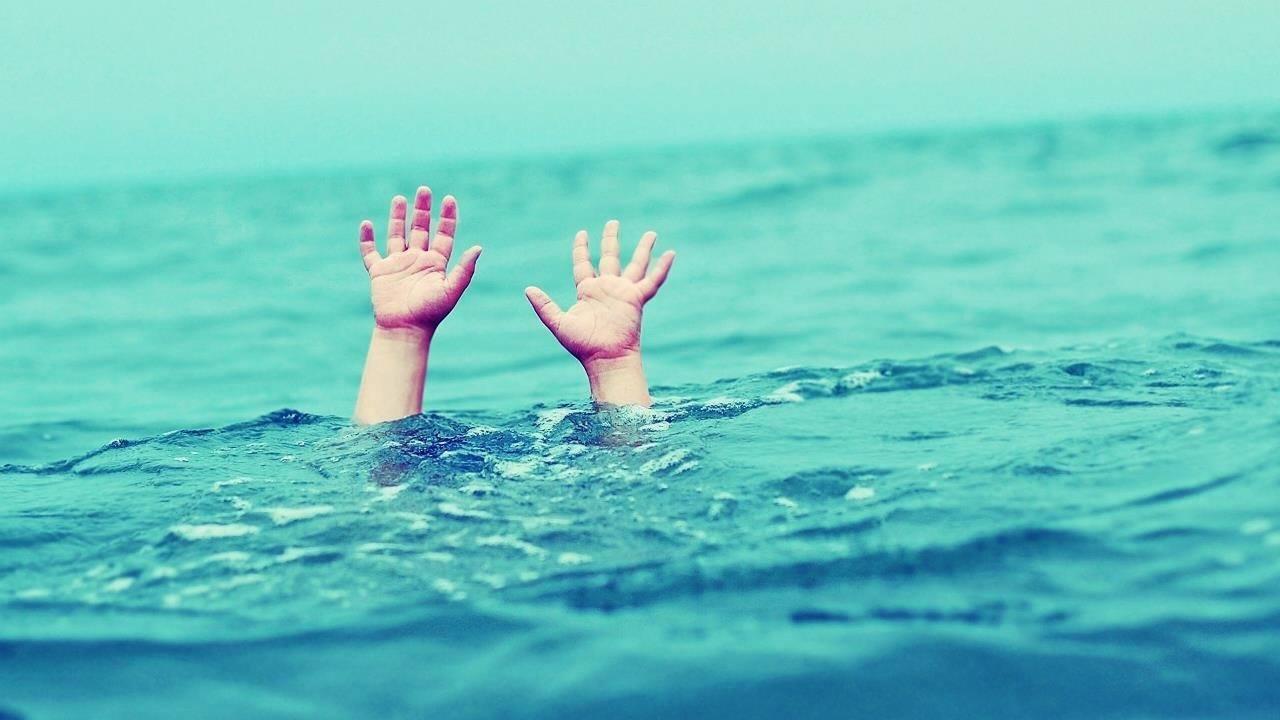 مع تزايد حالات الغرق في المصايف الطب الشرعى يكشف الفرق بين الغرق فى المياه المالحة والعذبة وسبب طفو الجثة فوق سطح الماء وخبير يكشف لماذا جثة الغريق تمسك بالعشب عقب انتشالها اليوم السابع