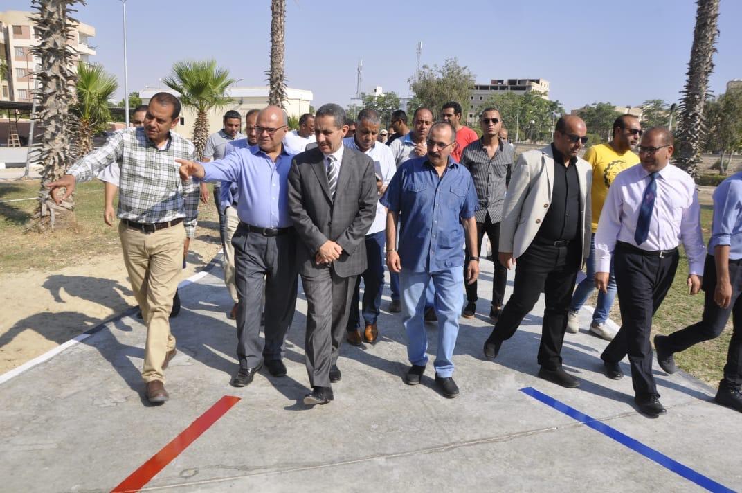 رئيس جامعة قناة السويس يفتتح العيادات الخارجية للمستشفى الجامعى (2)