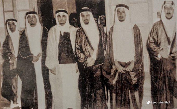 الملك بندر مع أشقائه