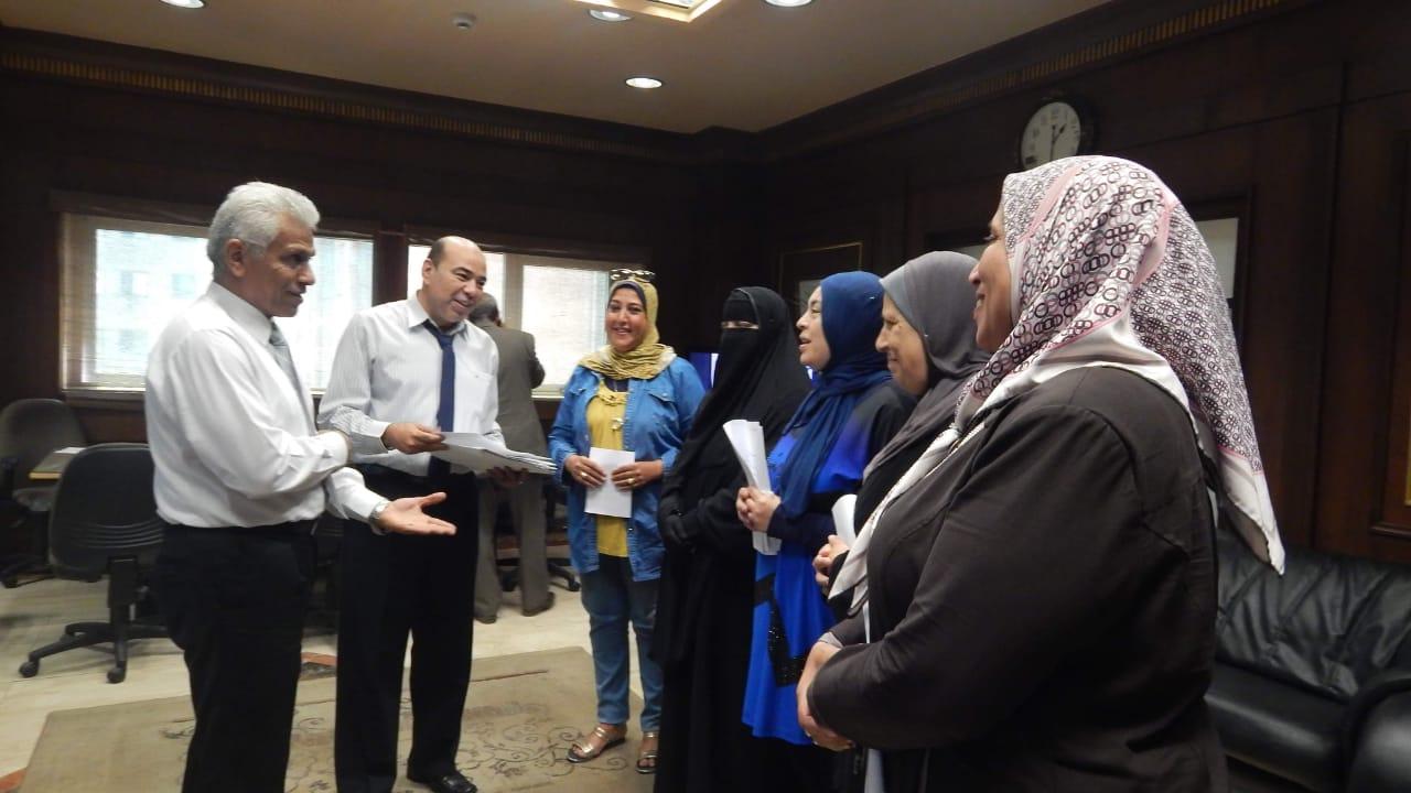 ميناء الإسكندرية يتسلم 5 تأشيرات حج للعاملين بالهيئة (1)