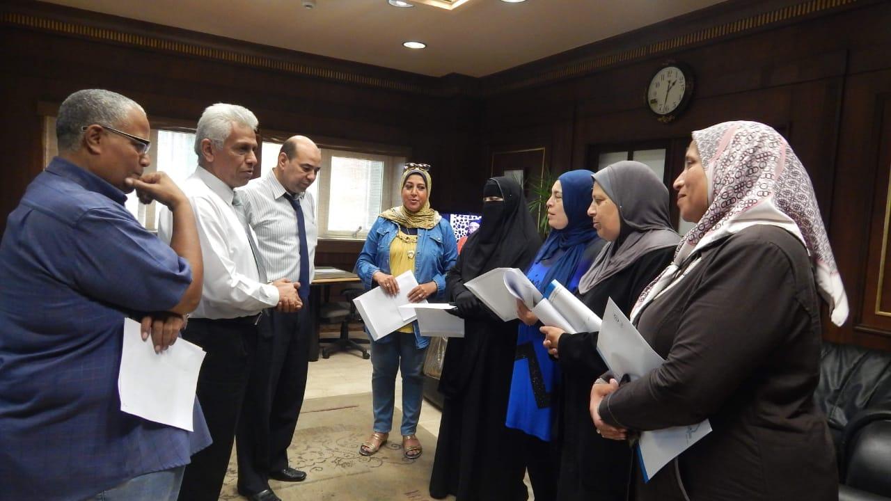 ميناء الإسكندرية يتسلم 5 تأشيرات حج للعاملين بالهيئة (2)