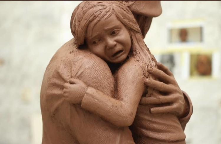 مشروع تخرج لطالب بجامعة المنيا لجندى يحمل طفلة (3)
