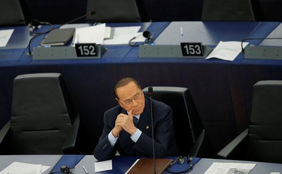 عضو البرلمان الأوروبى الإيطالى برلسكوني يحضر جلسة تصويت لانتخاب الرئيس الجديد للبرلمان الأوروبى