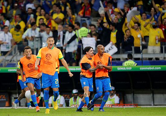 فرحة لاعبى البرازيل