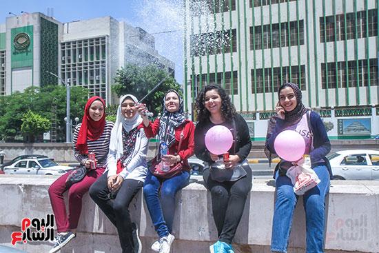 فرحة الطلبة بعد انتهاء امتحانات الثانوية العامة