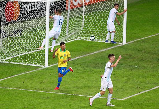 الهدف الثانى للبرازيل