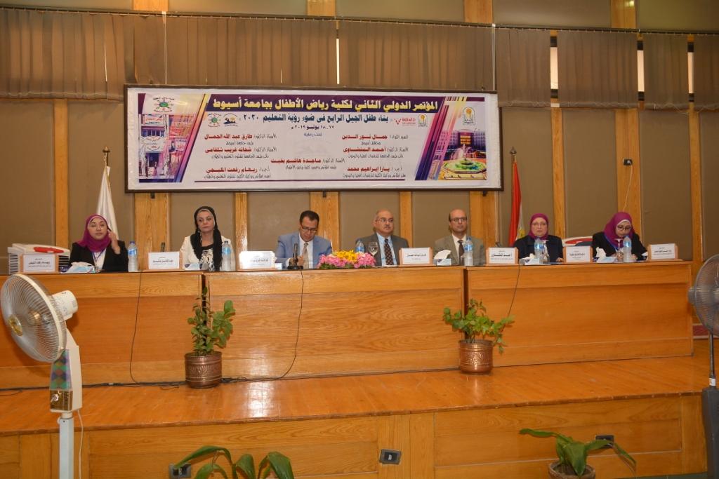جامعة أسيوط تعلن عن أهم توصيات المؤتمر الدولي الثاني لكلية رياض الأطفال  (5)