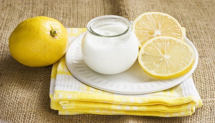 كوب الزبادى وعصير الليمون
