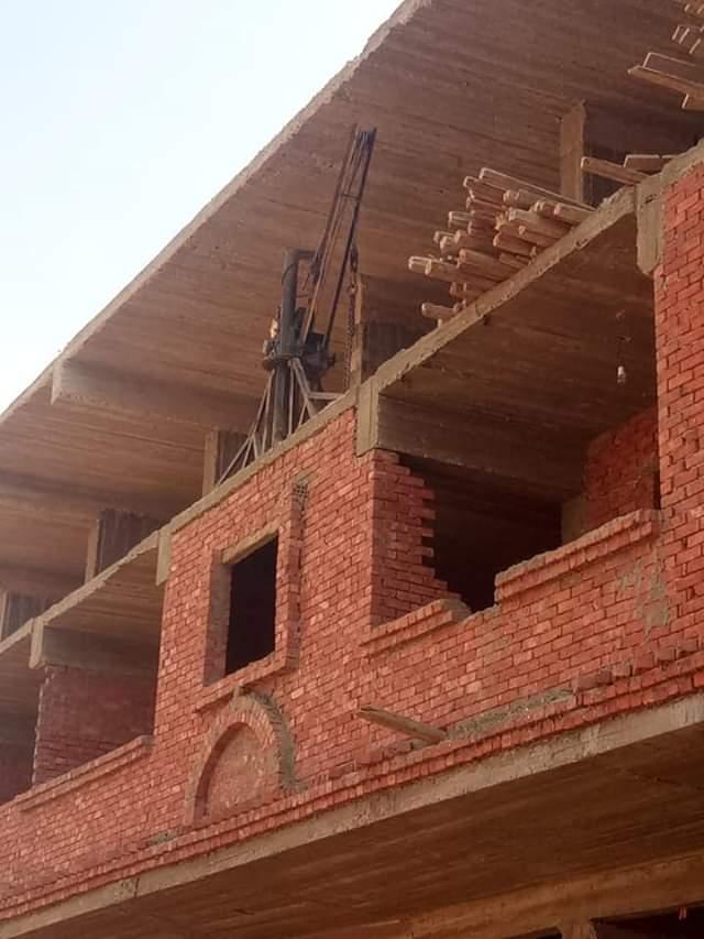 معدات ومواد بناء  (1)
