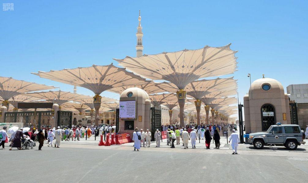 صورة 2 لتطهير وتنظيف وتجهيز سجاد وماء زمزم المسجد النبوي استعداداً لموسم الحج هذا العام