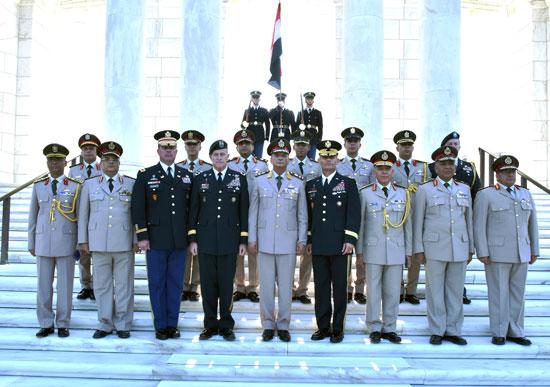 وزير-الدفاع--يعود-للقاهرة-بعد-زيارة-رسمية-للولايات-المتحدة-لبحث-مجالات-التعاون-المشترك-(2)