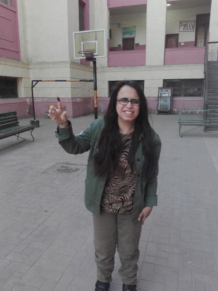هديل ماجد  اثناء مشاركتها فى الإستفتاء على الدستور (2)