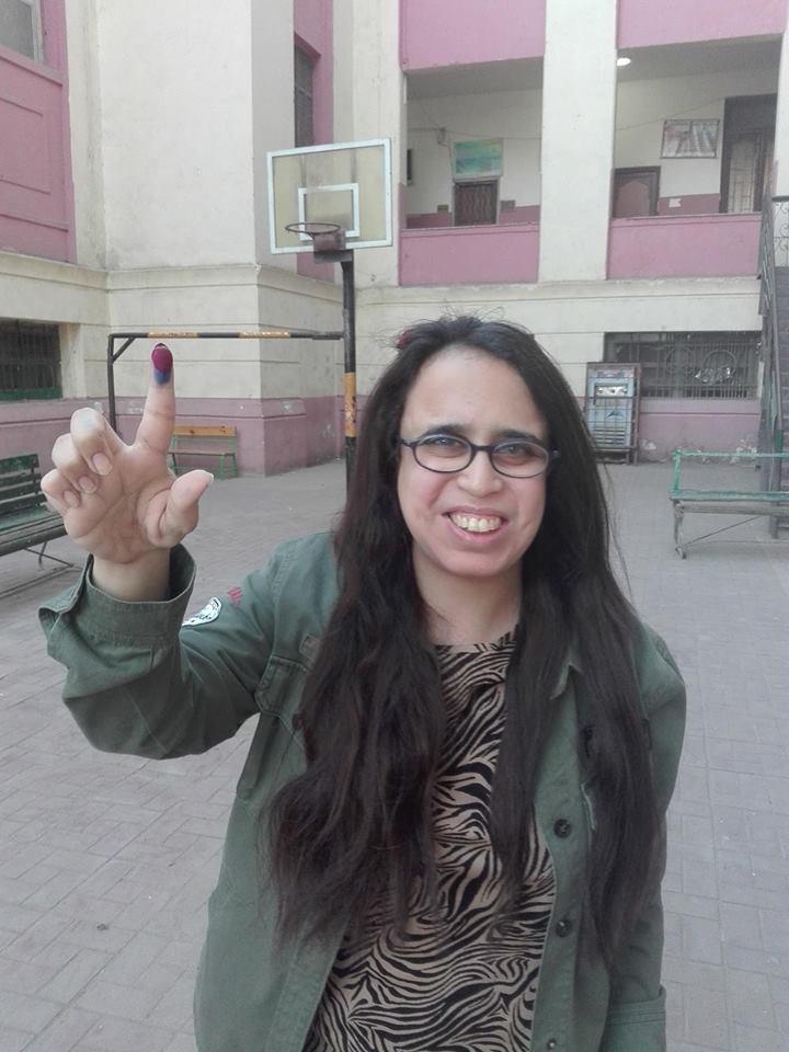 هديل ماجد  اثناء مشاركتها فى الإستفتاء على الدستور (1)