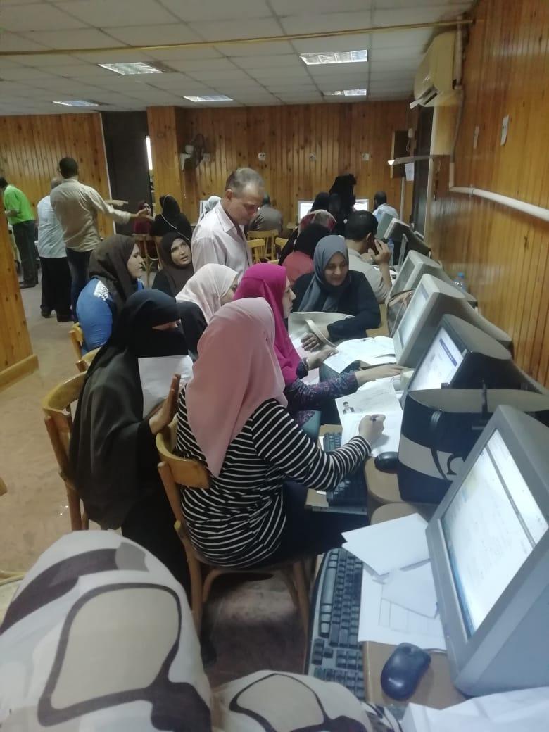 إقبال كثيف بمكتب التنسيق بجامعة المنصورة خلال اول ايام المرحلة الثانية (4)